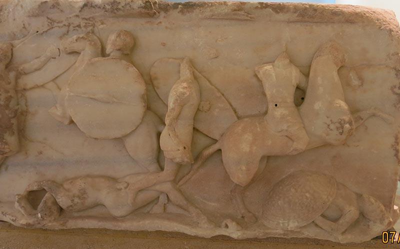 Барельеф с монумента Эмилия Павла в Дельфах