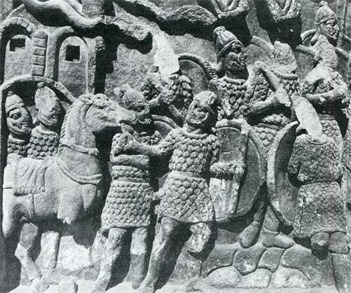 Римские воины на арке Галерия